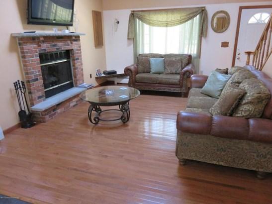 Contemporary, Single Family - Gouldsboro, PA (photo 2)