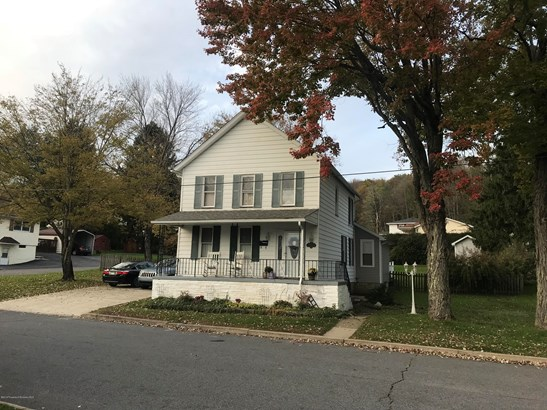 Colonial, Single Family - Carbondale, PA