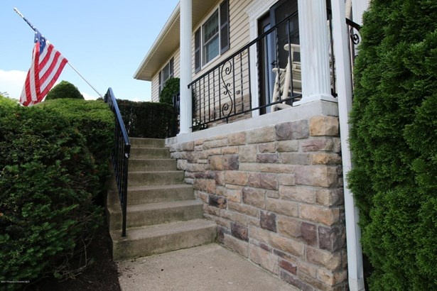 Bi-Level, Single Family - Dunmore, PA (photo 3)