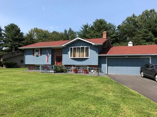 Bi-Level, Single Family - East Stroudsburg, PA (photo 2)