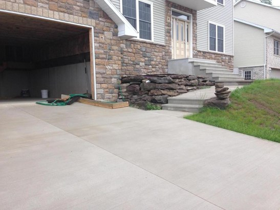 Contemporary, Single Family - Clarks Summit, PA (photo 2)
