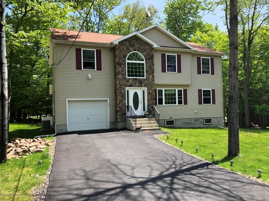 Colonial, Single Family - Tobyhanna, PA