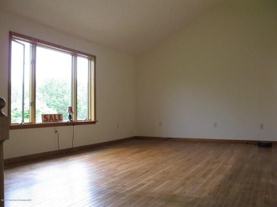 Split Level, Single Family - Wilkes-Barre, PA (photo 4)