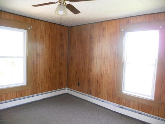 Residential Lease, Apartment - Pittston, PA (photo 4)