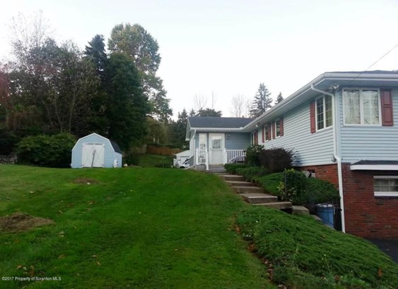 Raised Ranch, Single Family - Carbondale, PA (photo 5)