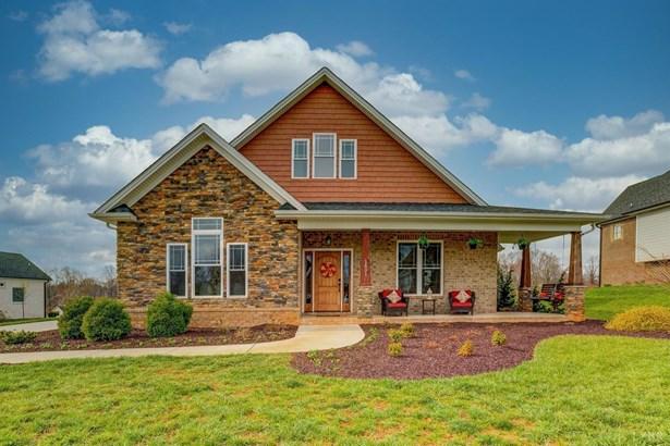 Single Family Residence, Two Story - Forest, VA