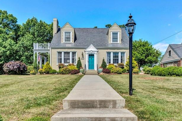 Cape Cod, Single Family Residence - Bedford, VA