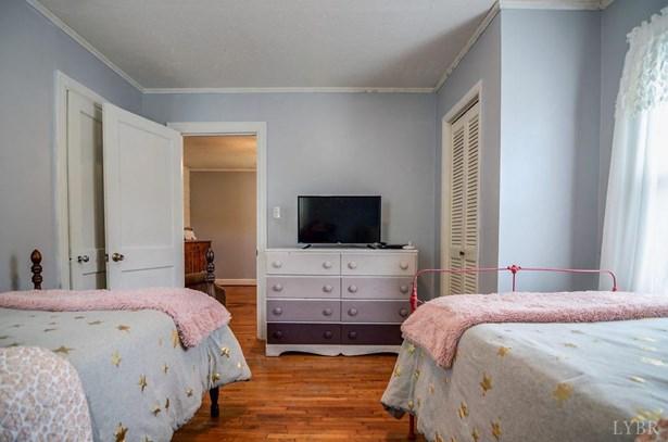Cape Cod, Single Family Residence - Altavista, VA (photo 3)