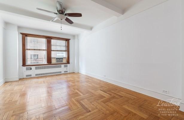 433 West 34th Street 7d, New York, NY - USA (photo 2)