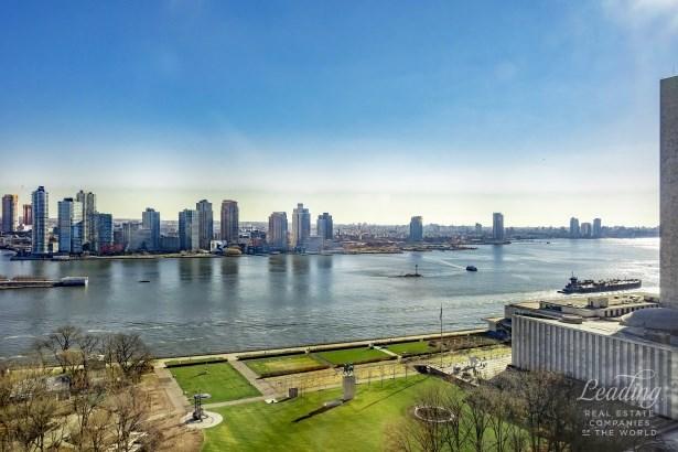 845 United Nations Plaza 23c, New York, NY - USA (photo 1)