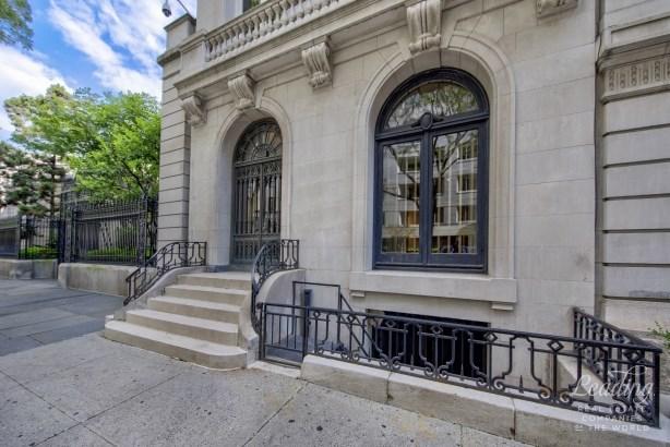 11 East 70th Street Gallery, New York, NY - USA (photo 1)