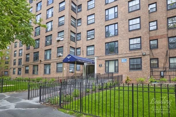 361 Clinton Avenue 6f, Brooklyn, NY - USA (photo 2)
