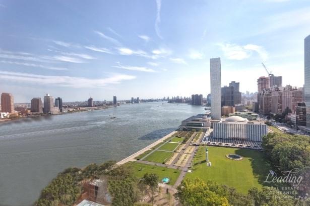 870 United Nations Plaza 22g, New York, NY - USA (photo 5)