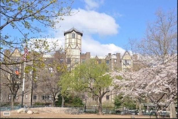 116 Pinehurst Avenue H13, New York, NY - USA (photo 1)