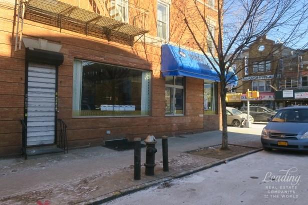 7026 3rd Avenue Storefront, Brooklyn, NY - USA (photo 3)