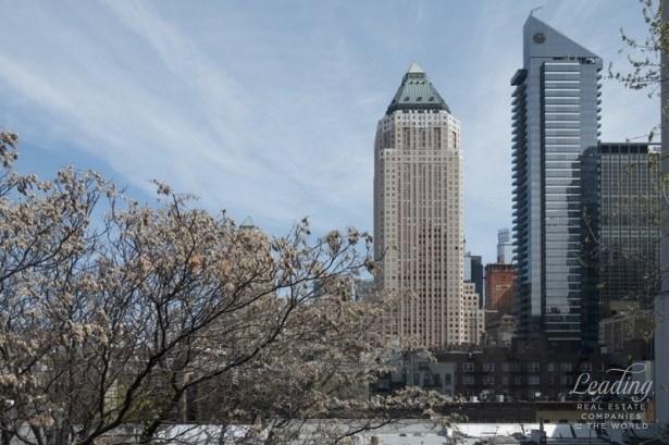 325 West 45th Street 911, New York, NY - USA (photo 5)