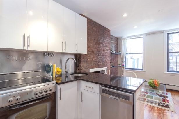 243 Mulberry Street 3l, New York, NY - USA (photo 3)