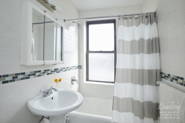43 -42 45th Street 2n, Queens, NY - USA (photo 4)