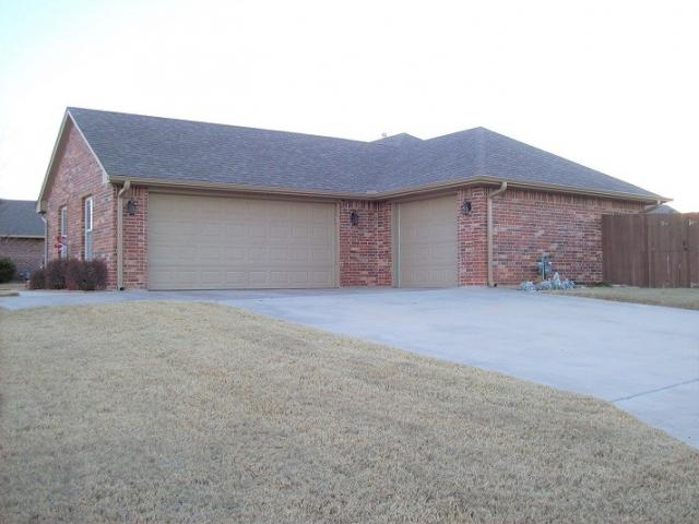 21 Ne Summerwood Dr, Elgin, OK - USA (photo 2)