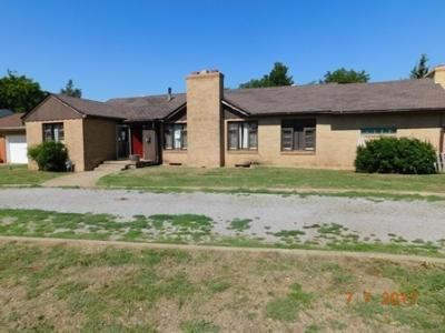 721 N 15th St, Frederick, OK - USA (photo 1)