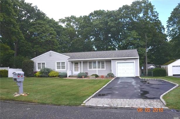 2569 Sycamore Ave, Ronkonkoma, NY - USA (photo 1)