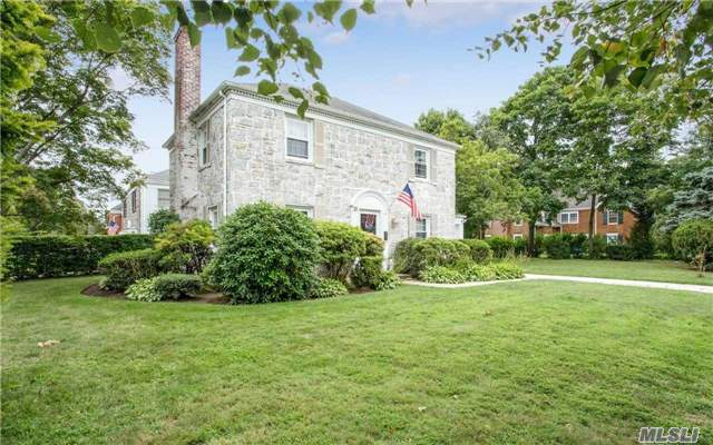 35 Westbury Rd, Garden City, NY - USA (photo 3)