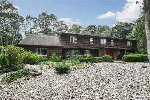 7 Midvale Ct, East Northport, NY - USA (photo 3)