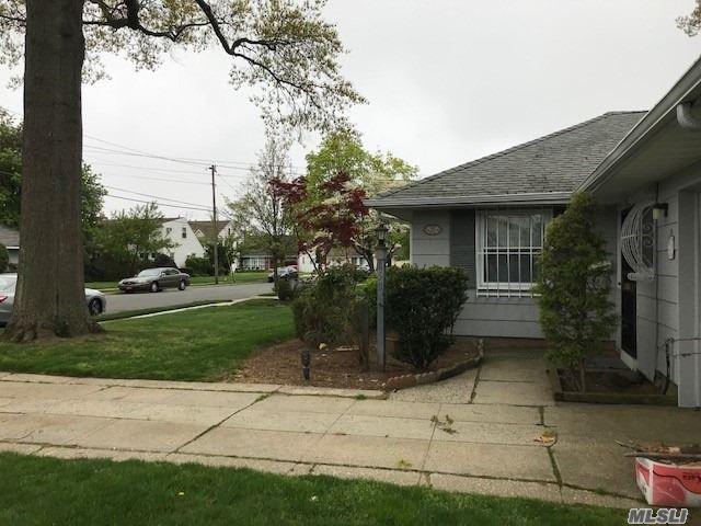 352 Foxhurst Rd, Oceanside, NY - USA (photo 2)