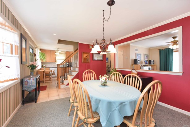 70 Oxford St, Roslyn Heights, NY - USA (photo 5)