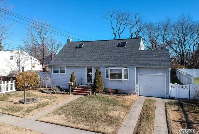 647 Priscilla Pl, Seaford, NY - USA (photo 3)