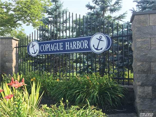 309 Lagoon Dr, Copiague, NY - USA (photo 1)