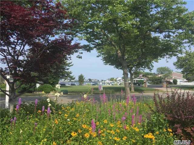 309 Lagoon Dr, Copiague, NY - USA (photo 4)