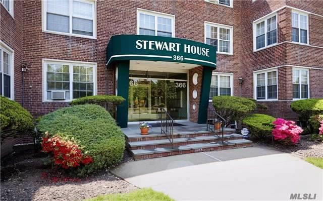 366 Stewart Ave, Garden City, NY - USA (photo 1)