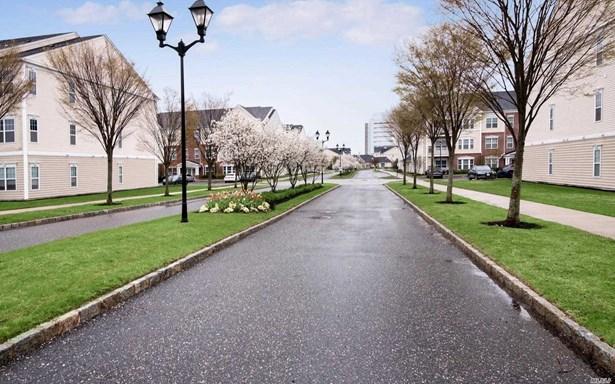 723 Kirkland Ct, Central Islip, NY - USA (photo 2)