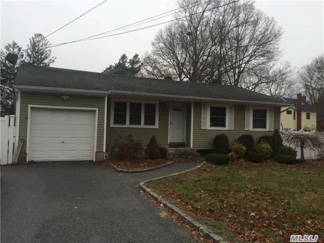 2138 Sycamore Ave, Ronkonkoma, NY - USA (photo 1)