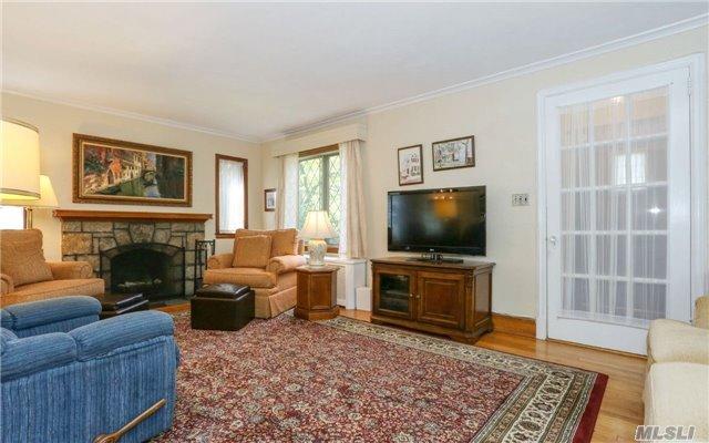 206 Kensington Rd, Lynbrook, NY - USA (photo 3)