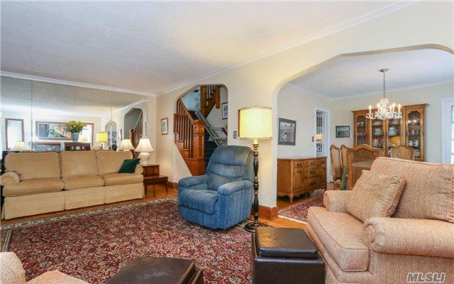 206 Kensington Rd, Lynbrook, NY - USA (photo 4)