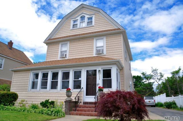120 N Forest Ave, Rockville Centre, NY - USA (photo 1)