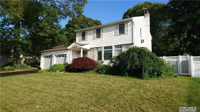 58 Wyandotte St, Selden, NY - USA (photo 1)