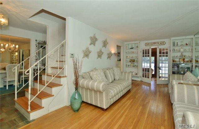 12 Daphne Pl, Smithtown, NY - USA (photo 2)