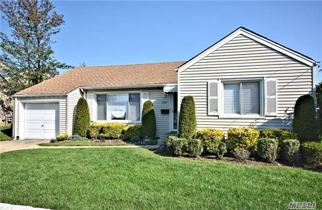 2941 Brower Ave, Oceanside, NY - USA (photo 2)