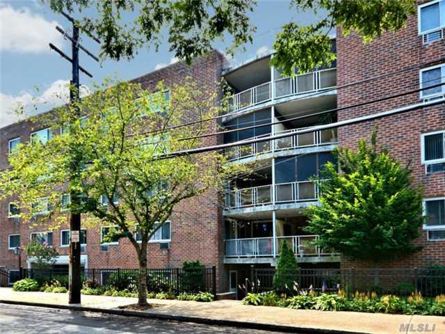 101 Clinton Ave, Mineola, NY - USA (photo 1)