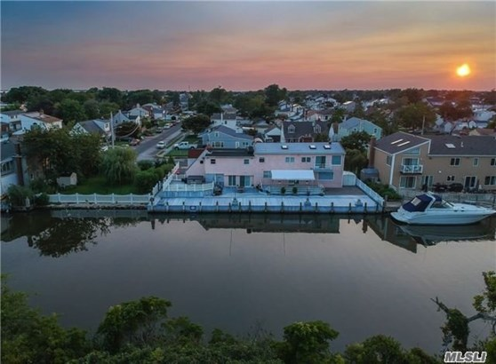 105 Inlet Dr, Lindenhurst, NY - USA (photo 1)
