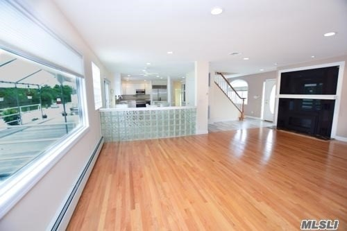 105 Inlet Dr, Lindenhurst, NY - USA (photo 4)