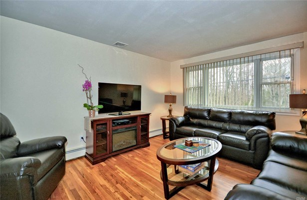 69 Sea Cliff St, Islip Terrace, NY - USA (photo 5)
