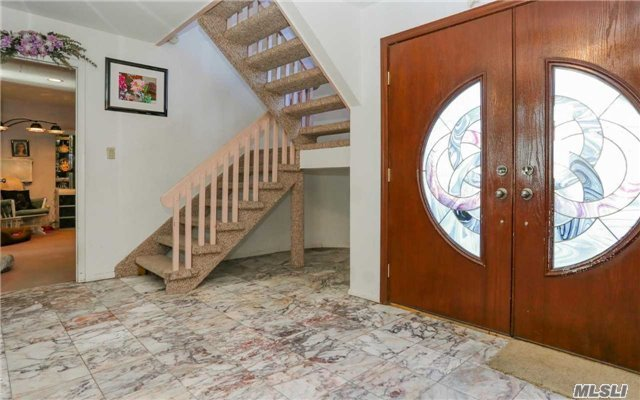 160 Pace Dr, West Islip, NY - USA (photo 2)
