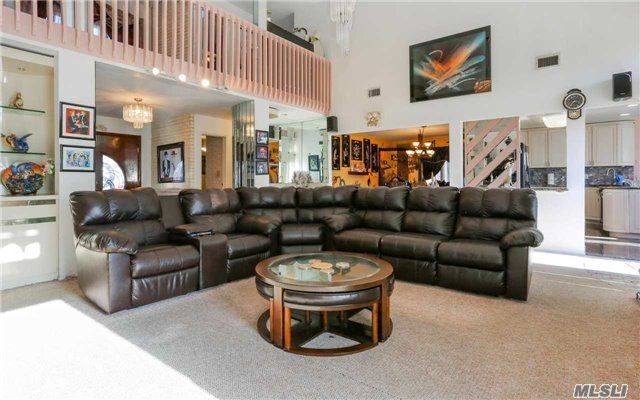 160 Pace Dr, West Islip, NY - USA (photo 4)