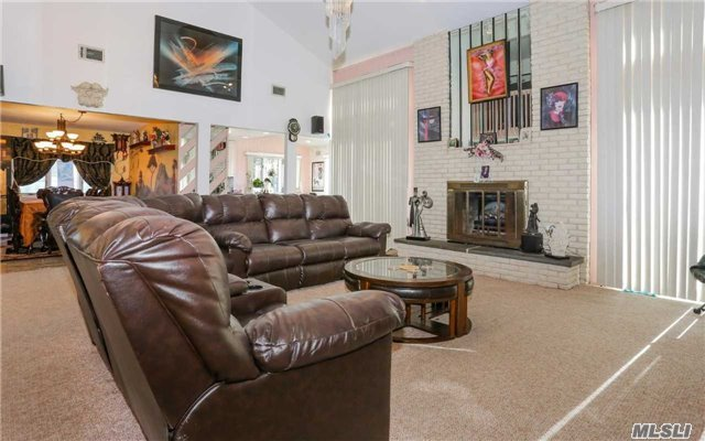 160 Pace Dr, West Islip, NY - USA (photo 5)