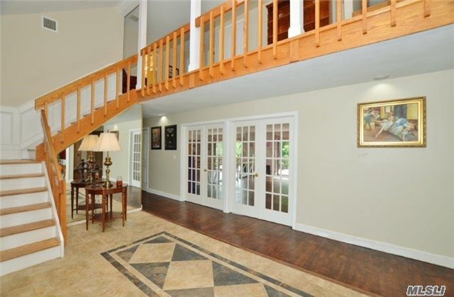 236 Edgewood Ave, Smithtown, NY - USA (photo 2)