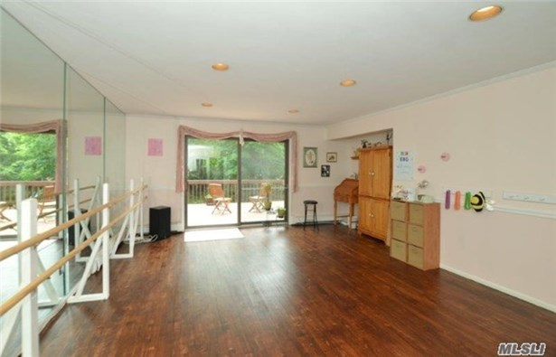 236 Edgewood Ave, Smithtown, NY - USA (photo 3)